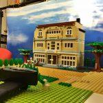 im Brickfilm-Studio (Legoset vor Fotoleinwand)